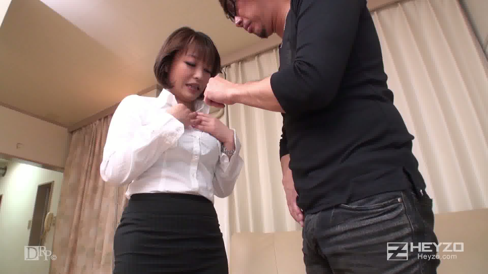 クレーム処理に来た微熟女事務員に悪戯してヤった - 彩名ゆい【脱衣 オナニー】