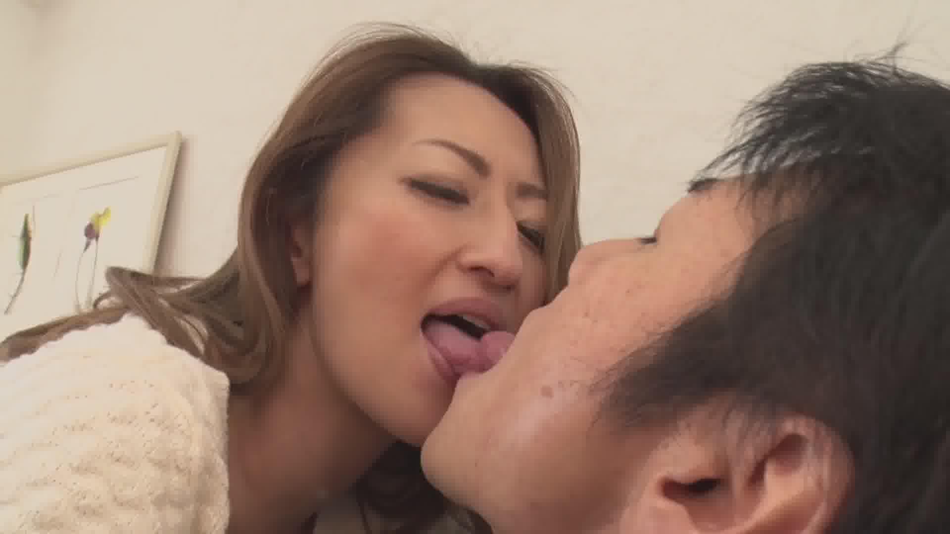たっぷりのベロチューで愛のあるスローセックス - 玲奈【痴女・巨乳・中出し】