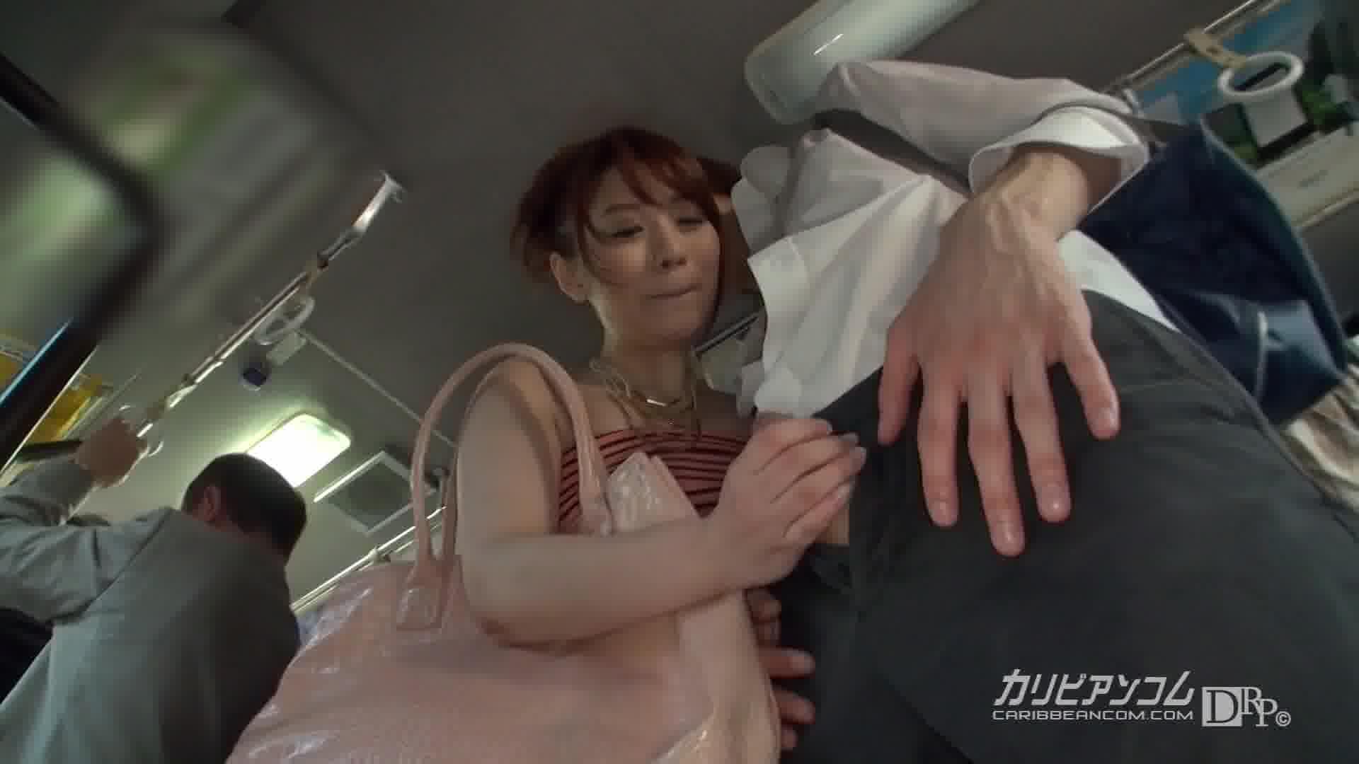 痴漢路線バス ~亀頭大好き逆痴漢女~ - 本山茉莉【ギャル・痴女・痴漢】