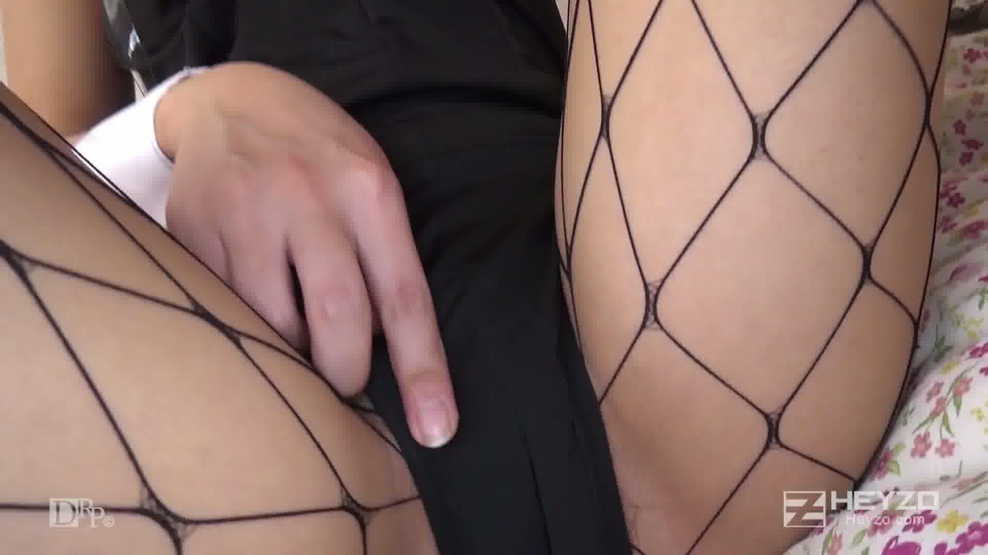 ナンパ即エッチ!~股のユルいコスプレイヤー~ - 舞坂仁美【過激撮影会 乳首いじり オナニー】