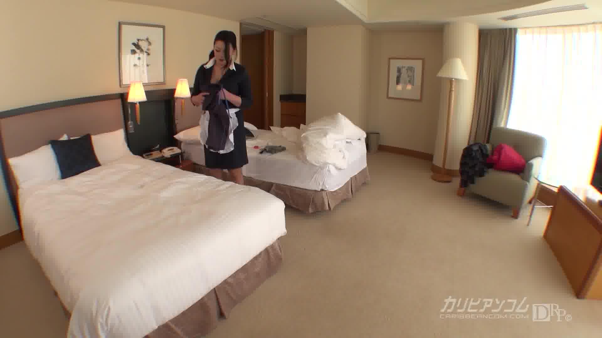 淫美熟女 ホテル客室係 - 北島玲【巨乳・制服・痴女】