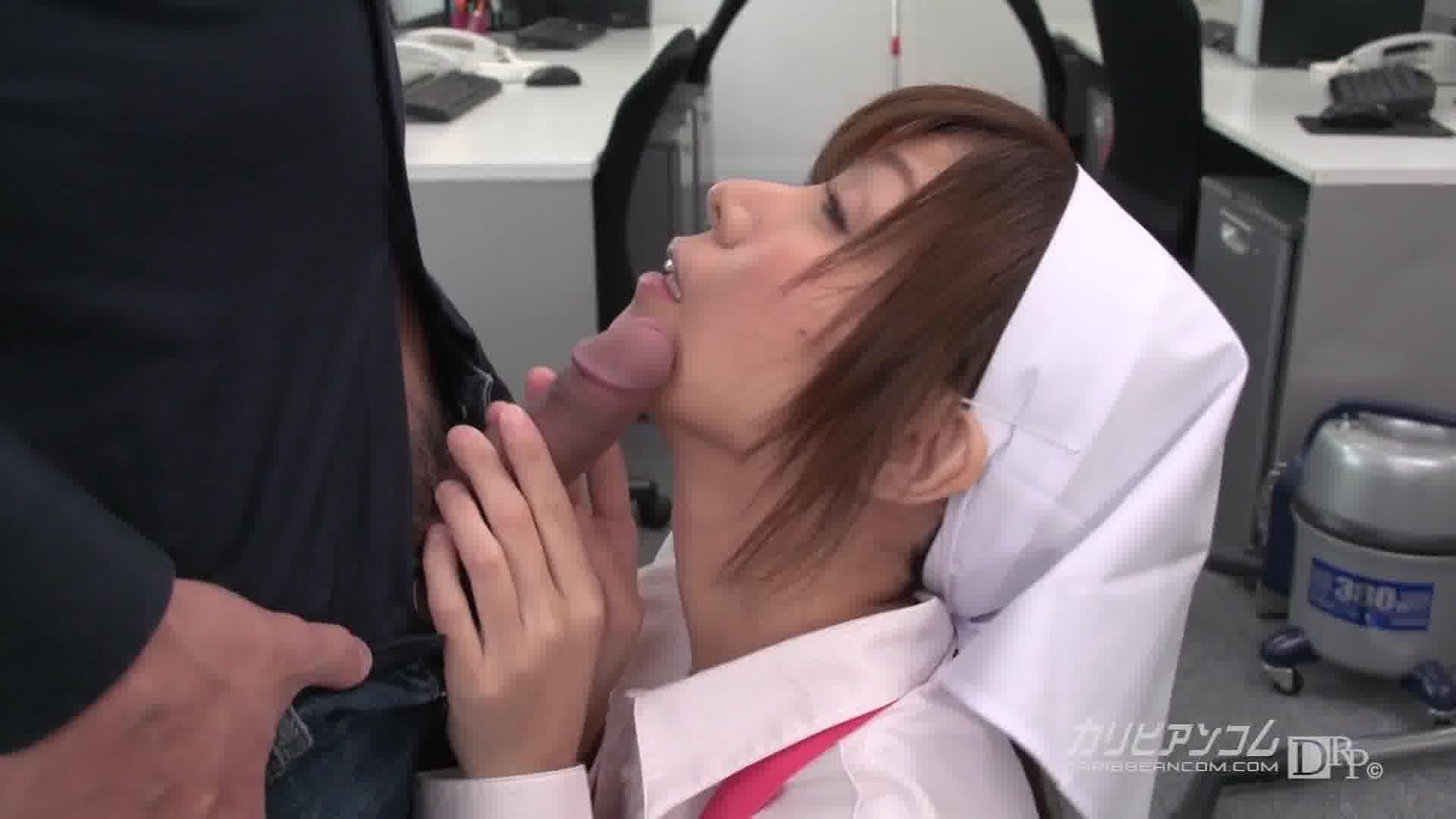 美人掃除婦の臀部に欲情してチンコを見せたらその場で一発やらせてくれた - 秋野千尋【巨乳・エプロン・中出し】