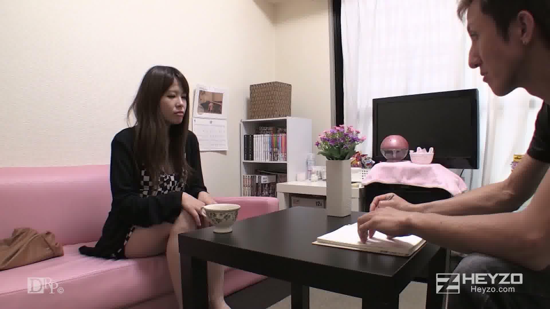 欲求不満で性処理目的でAV面接にやってきたJD - 上原栞咲【面接 キス フェラ 顔面騎乗】