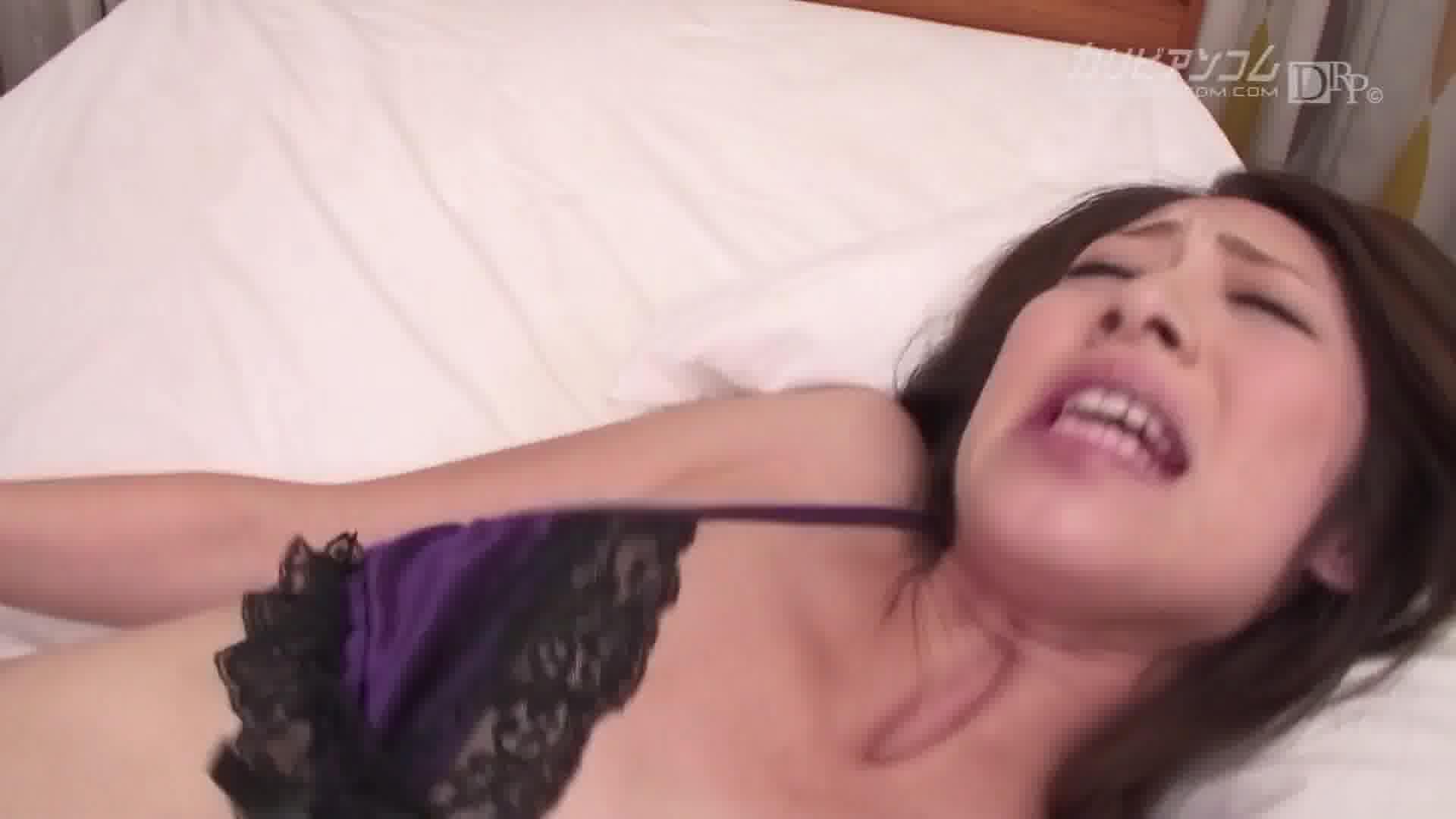 デリ嬢の顔にしたたるマングリ潮吹き - 宮瀬リコ【ギャル・水着・風俗】