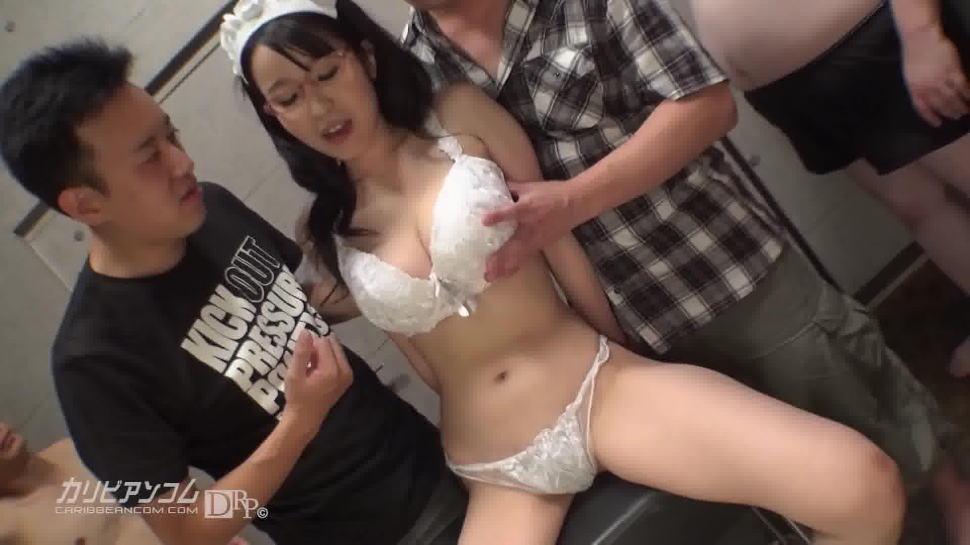 調教された眼鏡メイド - 里中結衣【乱交・コスプレ・イラマチオ】