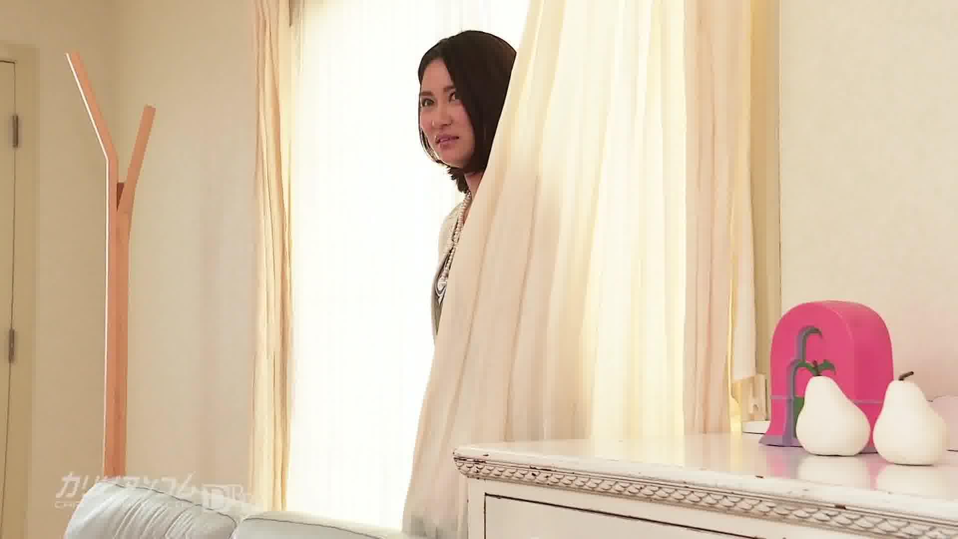 アメリさんちに遊びに行こう!~元芸能人のソファでびしょ濡れSEX~ - 越川アメリ【バイブ・美乳・潮吹き】