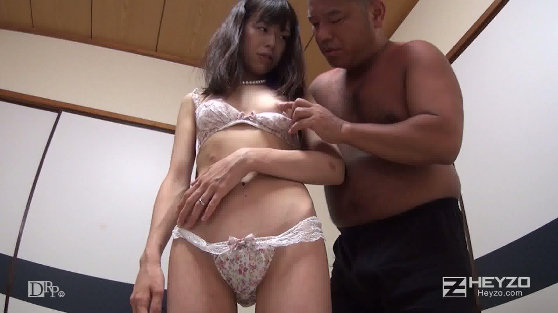 スキモノ淫乱人妻を密室独り占め - 富田さやか【脱衣 ベロチュー 乳舐め】