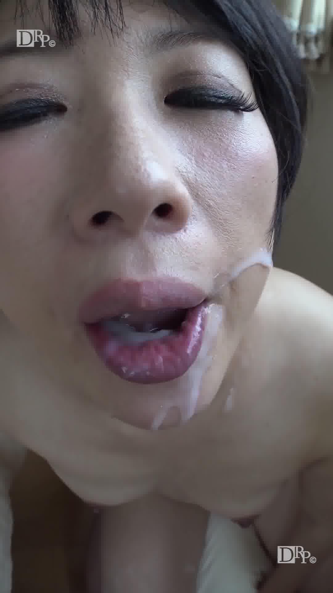 縦型動画 020 ~謎の熟女祥子さんは勝手にフェラチオする~ - 高嶋祥子【初裏・顔射・長身】