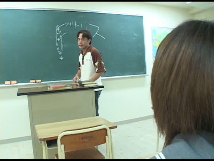 教室でオナニーするJK酒井未希