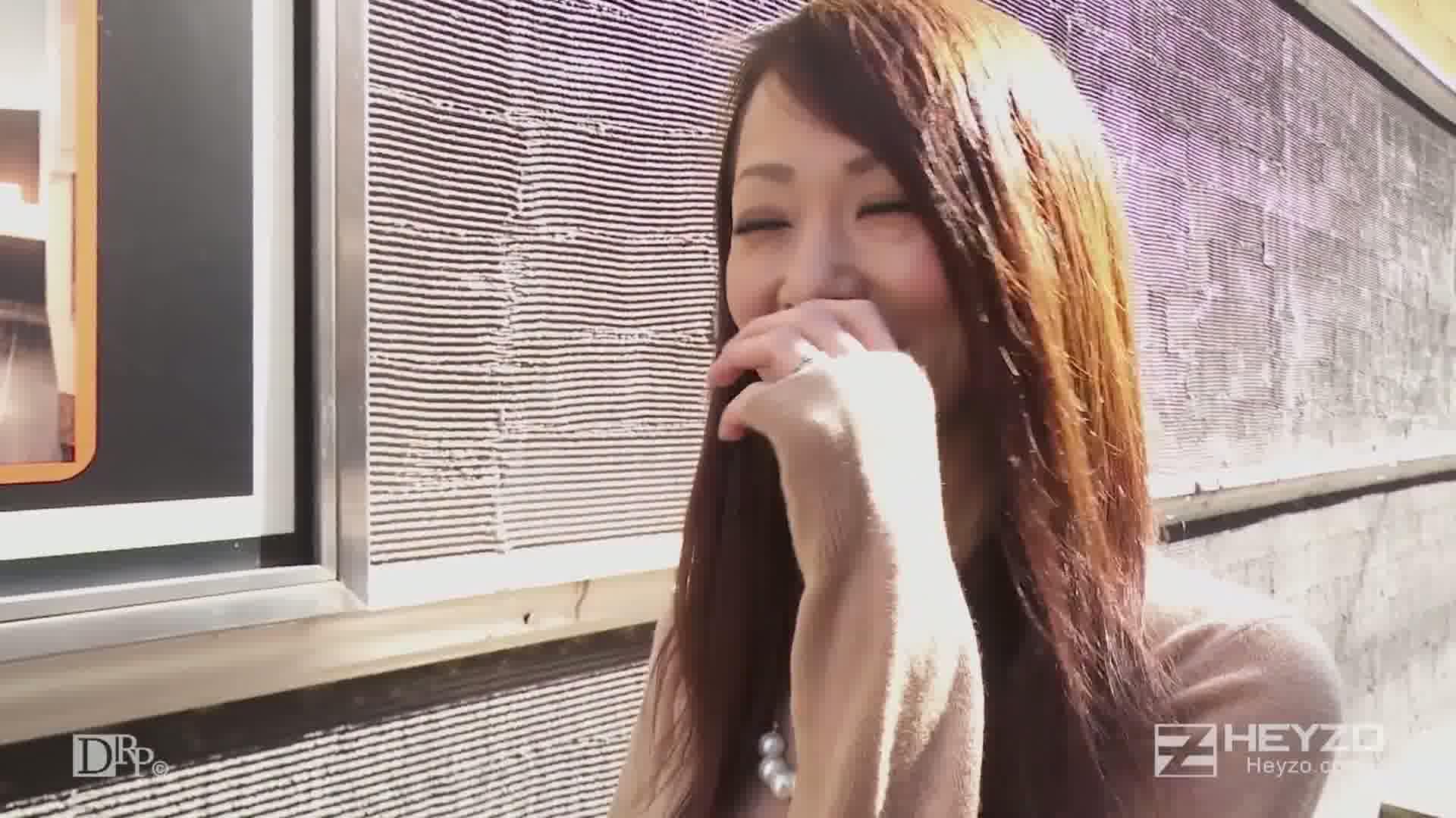 突撃!街頭人妻ナンパ~脱がせてみたらスゴかった~ - ASUKA【手コキ フェラ パイズリ 口内射精】
