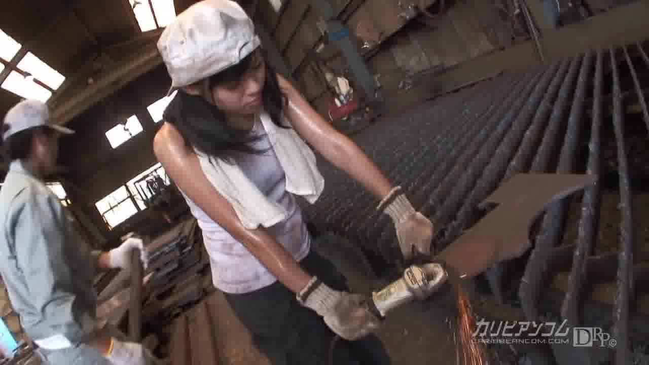 町工場で働く女のコ - 野原あおい【潮吹き・顔射・中出し】