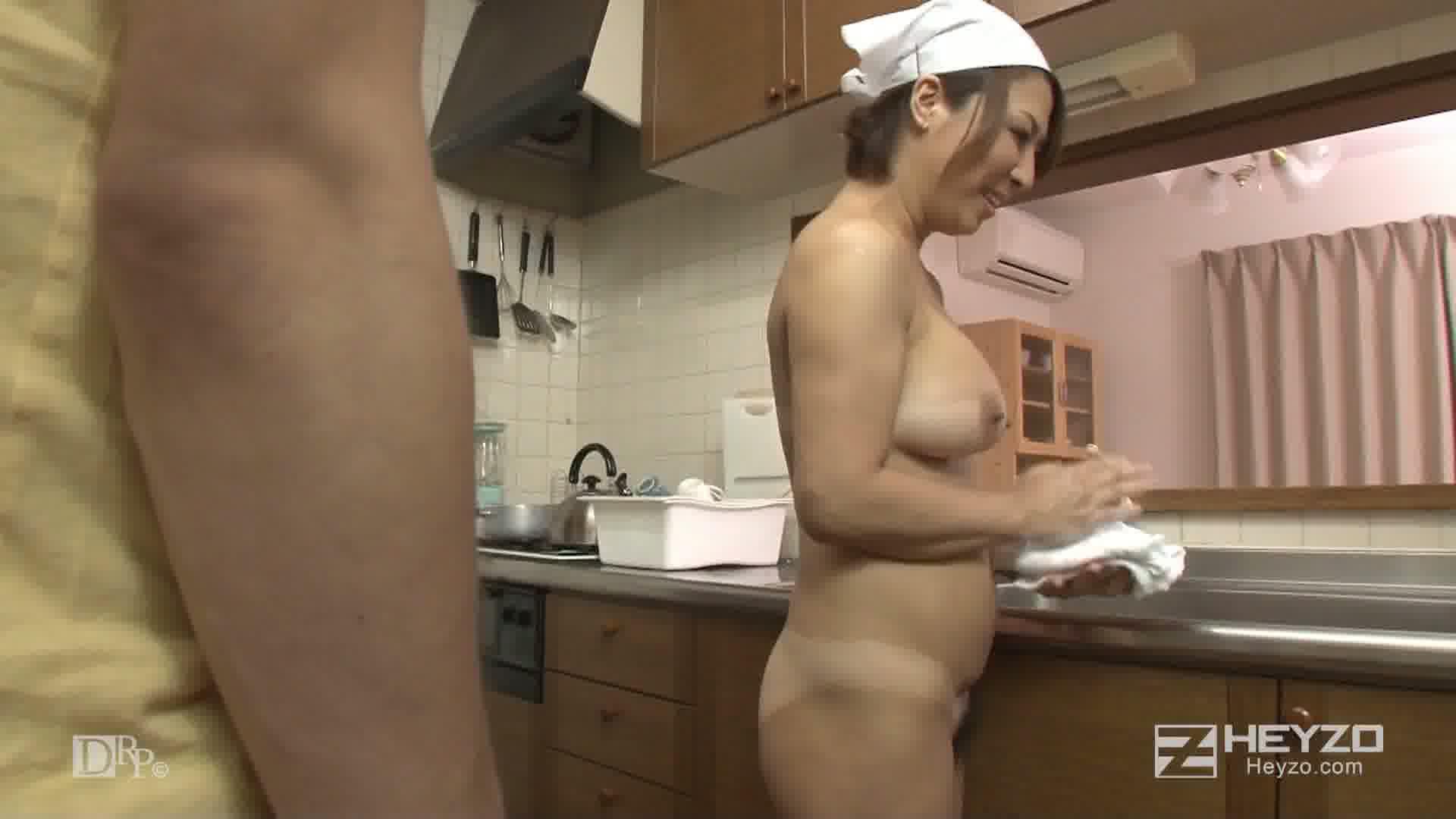 ベテラン全裸家政婦~熟れたカラダで貴方をお掃除~ - 五十嵐しのぶ【お風呂 手コキ フェラ】
