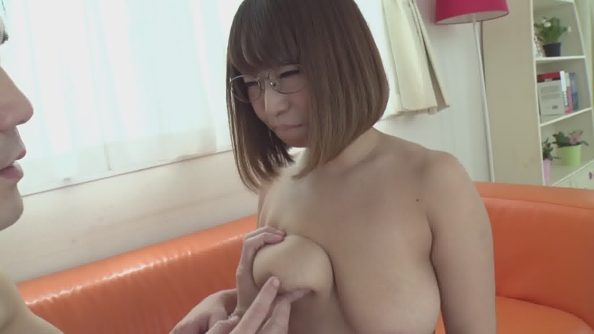 本性はむっつりスケベな内気女子 - 岡本理依奈【めがね・パイズリ・中出し】