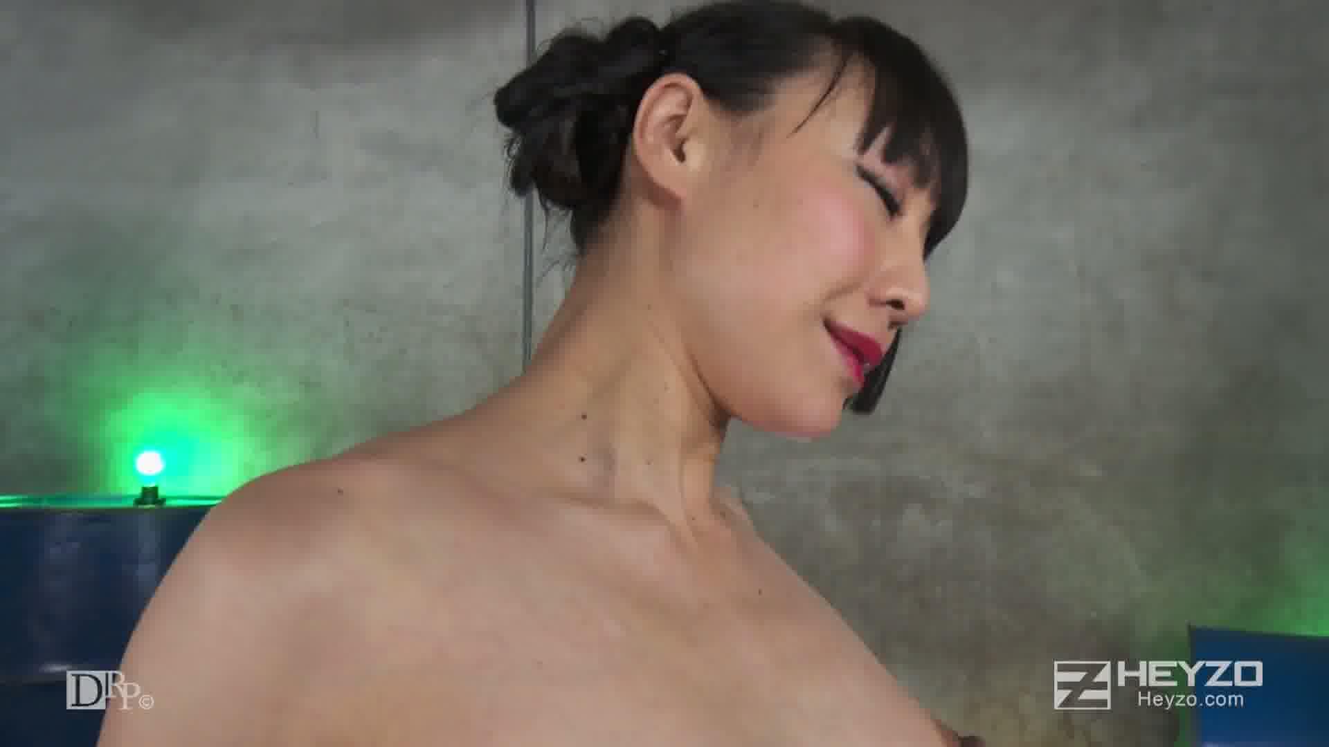 秘密倶楽部の裏ストリップショー - 若林美保【縛り オナニー】