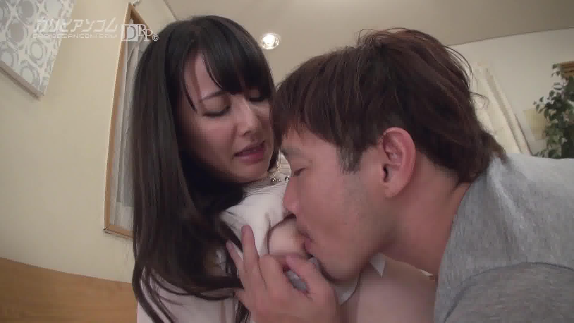 デリヘル嬢は現役女子大生 - 岩佐あゆみ【潮吹き・イラマチオ・中出し】