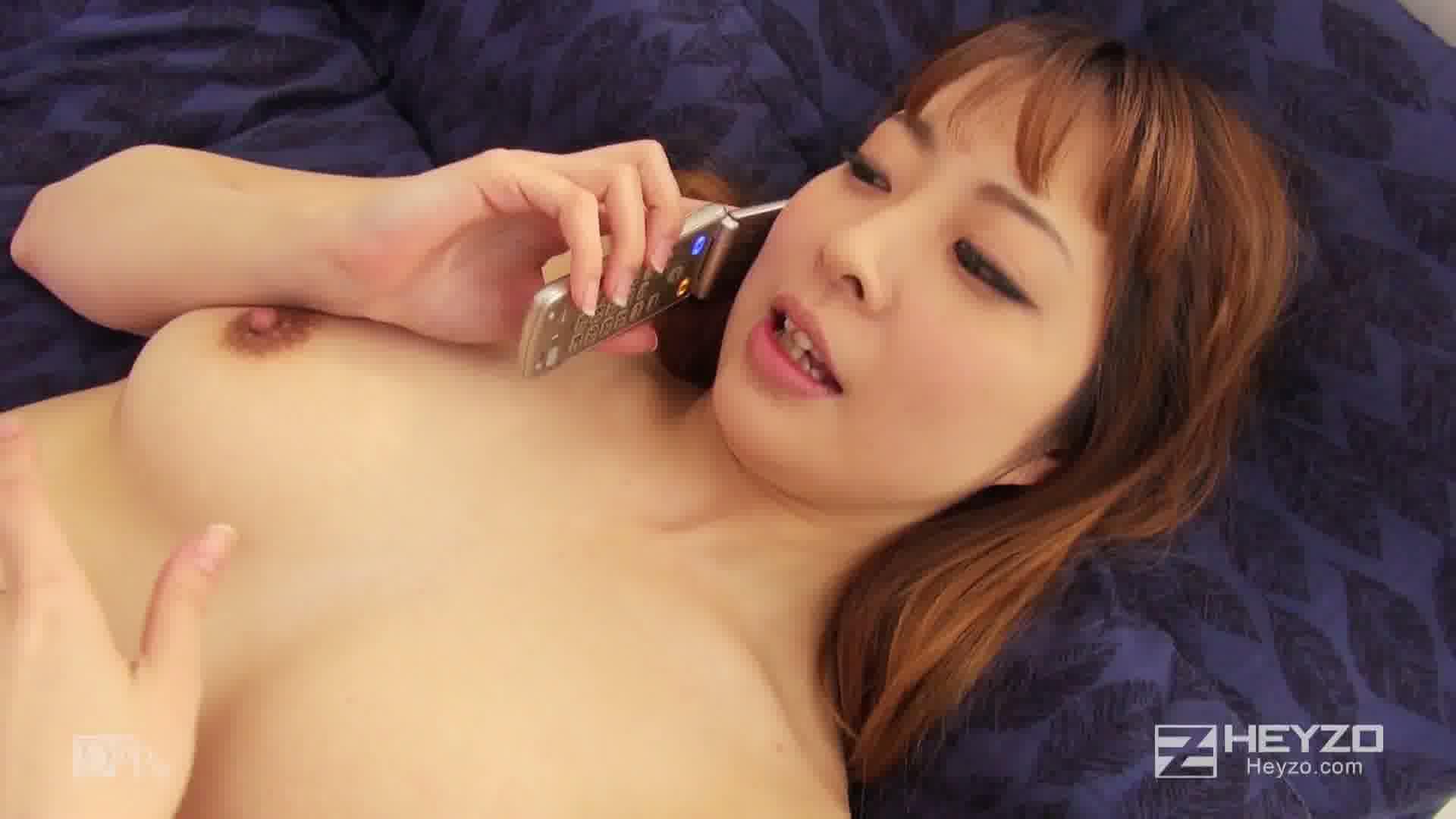 電話しながらヤラれちゃった若妻 - 佐山渚【立位 正常位 中出し】