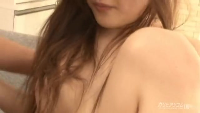 潮吹き娘のおもちゃ遊び - 石川鈴華【潮吹き・水着・マンぐり返し】