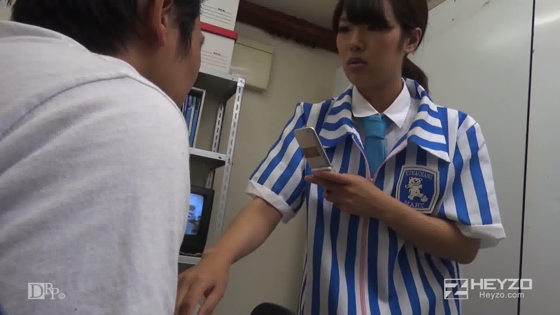 逆ギレ中出し~コンビニ店員にブチこむ!~ - 百田まゆか【セクハラ タッチ キス】