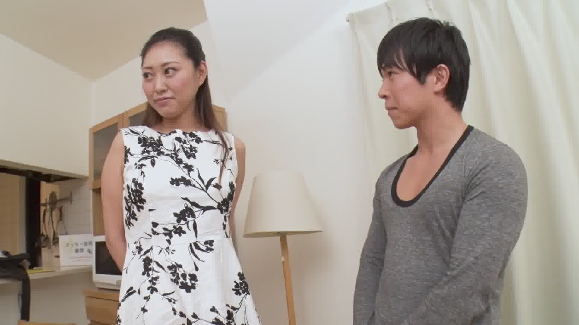 高身長の女性は小さい男がお好き - 橋本りん【巨乳・パイズリ・長身】