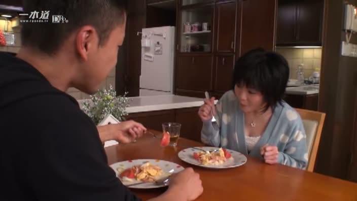 彼女と一緒に食欲を満たした後はもちろん・・・?【日高ゆりあ】