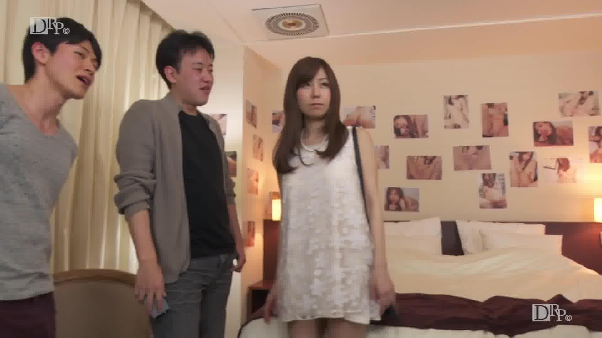 美魔女にお仕置き - 秋野千尋【巨乳・手コキ・ぶっかけ】